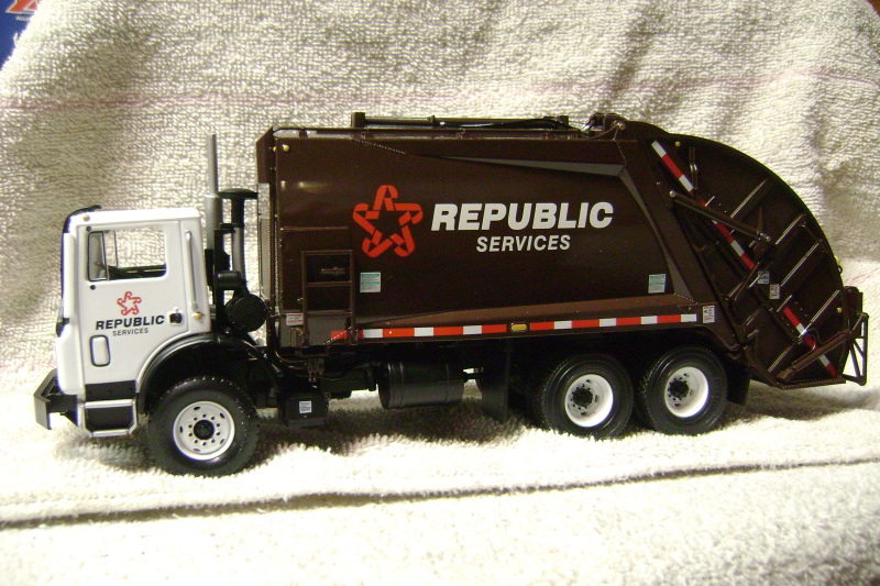 First Gear Waste Management K Mr Side Load Refuse Truck With Bins 1